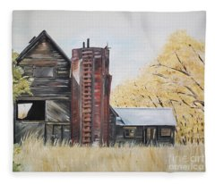 Golden Aged Barn -washington - Red Silo  Fleece Blanket
