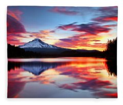 Sunrise On The Lake Fleece Blanket