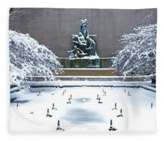 Tourists In Front Of A Fountain Fleece Blanket