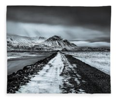 Towards Storidalur Fleece Blanket