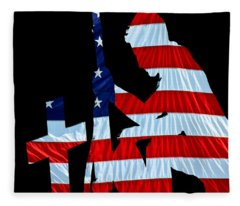 A Time To Remember United States Flag With Kneeling Soldier Silhouette Fleece Blanket