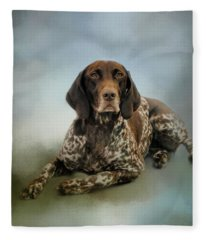 Waiting For A Cue - German Shorthaired Pointer Fleece Blanket