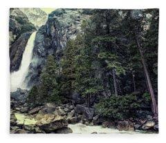 Yosemite Falls In Yosemite Fleece Blanket