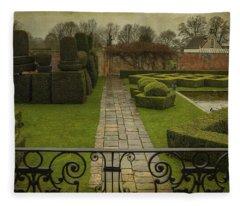 Avebury Manor Topiary Fleece Blanket