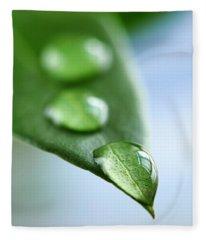 Green Leaf With Water Drops Fleece Blanket