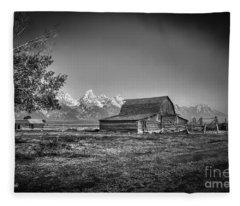 Moulton Barn Bw Fleece Blanket