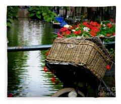 Wicker Bike Basket With Flowers Fleece Blanket