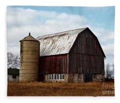 Wisconsin Dairy Barn Fleece Blanket