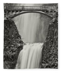 Multnomah Falls Upclose Fleece Blanket