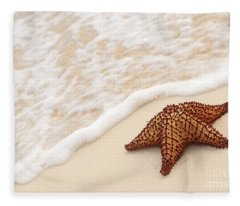 Starfish And Ocean Wave Fleece Blanket