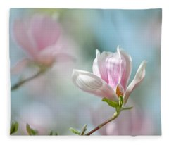 Magnolia Flowers Fleece Blanket