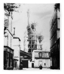 Statue Of Liberty, Paris Fleece Blanket