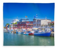 Alter Strom Canal Fleece Blanket
