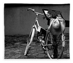 Altes Fahrrad Old Bicycle Fleece Blanket