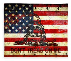 American Flag And Viper On Rusted Metal Door - Don't Tread On Me Fleece Blanket