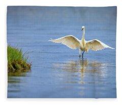 An Egret Spreads Its Wings Fleece Blanket