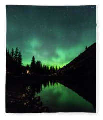 Aurora On Moraine Lake Fleece Blanket