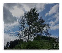 Baeume Im Wind Trees In The Wind Fleece Blanket