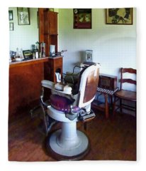 Barber - Old-fashioned Barber Chair Fleece Blanket