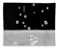 Black And White Mini Water Drops Fleece Blanket