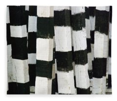 Blanco Y Negro Fleece Blanket