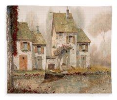 Borgo Nebbioso Fleece Blanket