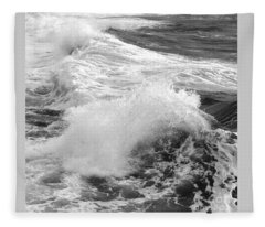 Breaking Waves. 1 Fleece Blanket