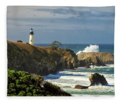 Breaking Waves At Yaquina Head Lighthouse Fleece Blanket