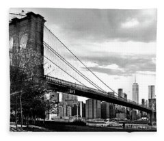 Brooklyn Bridge At Dusk In Black And White Fleece Blanket