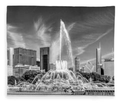 Buckingham Fountain Skyline Panorama Black And White Fleece Blanket