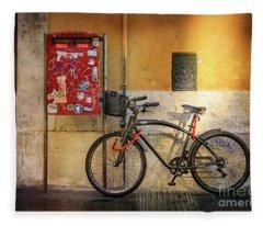 Cafe Racer Bicycle Fleece Blanket