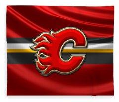 Calgary Flames - 3d Badge Over Flag Fleece Blanket