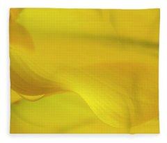 Calla Lily Curves Fleece Blanket