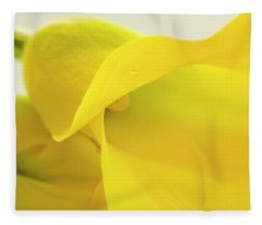 Calla Lily In Yellow Fleece Blanket