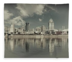 Cincinnati Ohio Old School 2017 Fleece Blanket