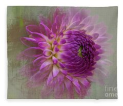 Dahlia Dream Fleece Blanket