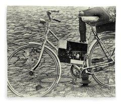 Das Alte Fahrrad Old Bicycle Fleece Blanket