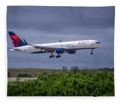 Delta Air Lines 757 Airplane N557nw Art Fleece Blanket