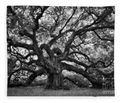 Dramatic Angel Oak In Black And White Fleece Blanket