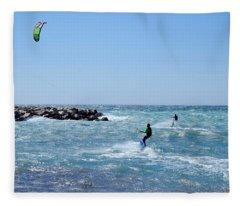 Duo Kitesurfing Marseille Fleece Blanket