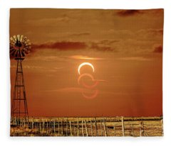 Eclipse And Lens Flares Fleece Blanket