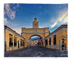 El Arco De Santa Catarina, Antigua, Guatemala Fleece Blanket
