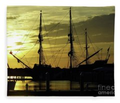 El Galeon Sunrise Fleece Blanket