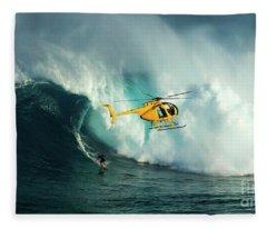 Extreme Surfing Hawaii 6 Fleece Blanket