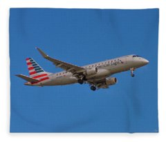 Flying In American Eagle Embraer 175 N426yx Fleece Blanket