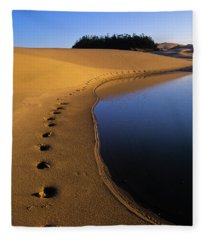 Footprints In The Sand Fleece Blanket