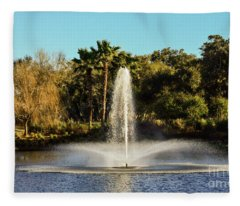 Fountain Spray At Tpc Sawgrass Fleece Blanket