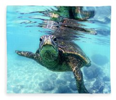 friendly Hawaiian sea turtle  Fleece Blanket