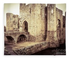 Glorious Raglan Castle Fleece Blanket