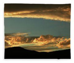Golden Sunset At Cromwell Fleece Blanket